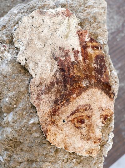 Affresco raffigurante Tyche, dea della fortuna, trovato a Sussita. III-IV secolo d.C.