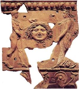 Lastra dal tempio di Apollo sul Palatino. Perseo consegna la testa di Medusa ad Atena.
